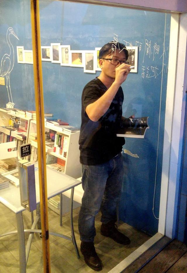 有著說不完的故事的詩人、作家、畫家--洪春峰