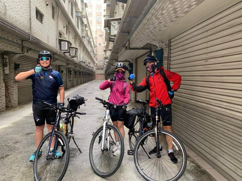 雙胞胎兄妹黃麒允和黃盈嘉的單車騎行