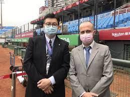 """台灣,台北--""""讓我們說聲' 早安、午安與晚安!'歡迎來自全世界不同地方的棒球迷。"""""""