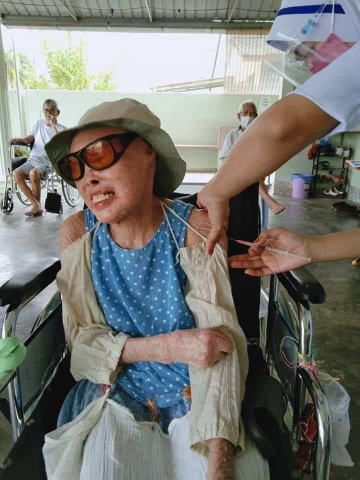 A咖特派員帶來各地最新疫情消息,得知馬來西亞張四妹大姊確診新冠肺炎,讓人揪心