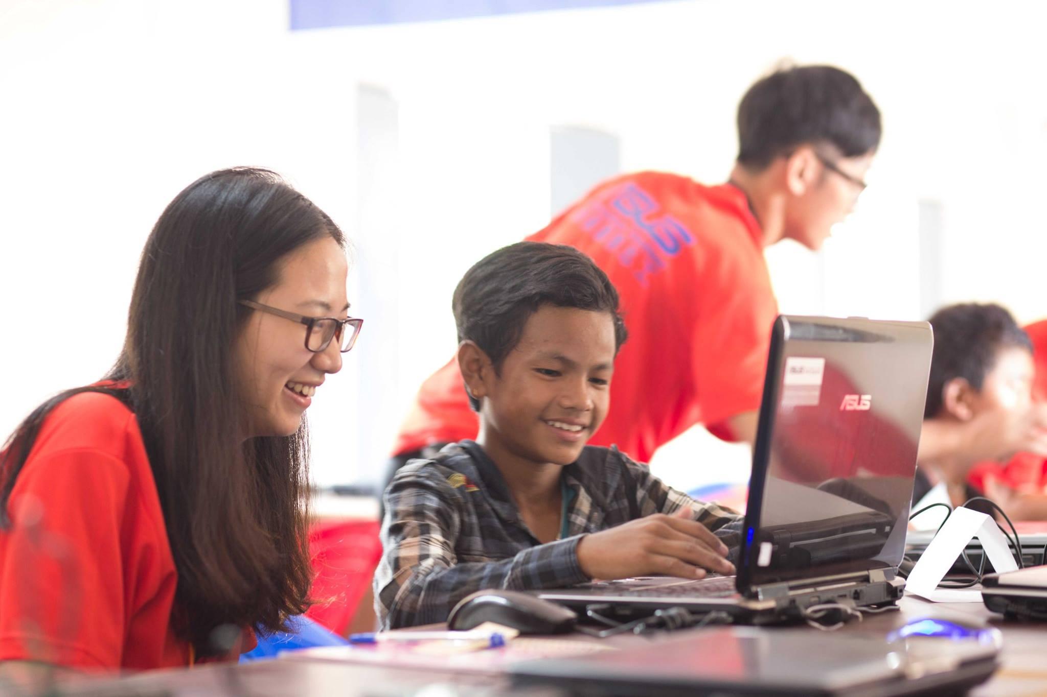 ※台生赴尼泊爾教電腦 學童徒步2小時來上課