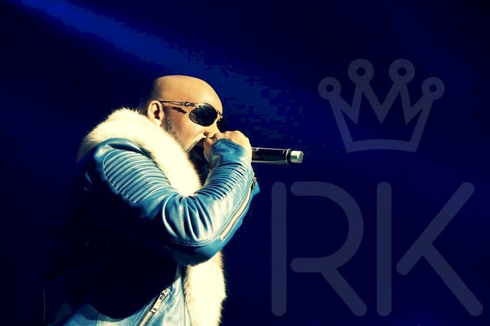 R&B歌手勞凱利伸狼爪 遭控10項性侵罪