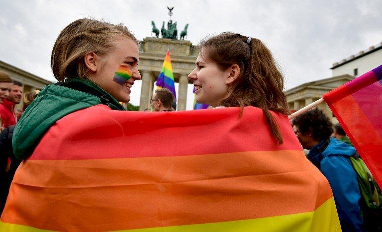 德同志熱鬧遊行 歡慶同性婚姻法過關