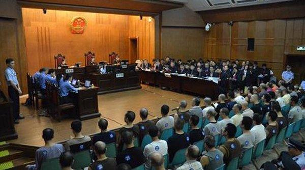 中國黑幫好大陣仗 打官司請律師74人