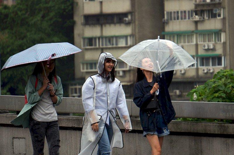 中颱泰利逢滿潮 北部沿海提高警戒