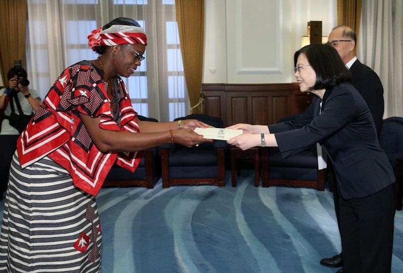 布國大使呈到任國書 總統:續強化兩國合作