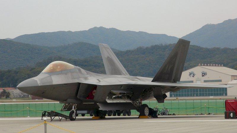 向北韓展示武力 美派遣F-22戰機軍演