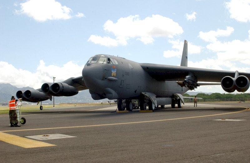 美國防部:B-52轟炸機本週飛越南海附近
