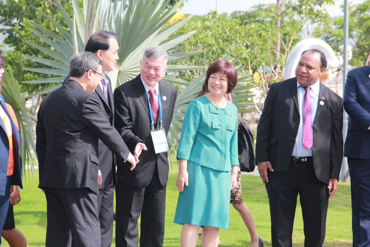 兩岸APEC公開互動 雙部長與中握手寒暄