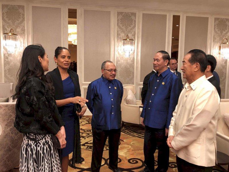 APEC領袖晚宴 宋楚瑜象牙白上衣超醒目
