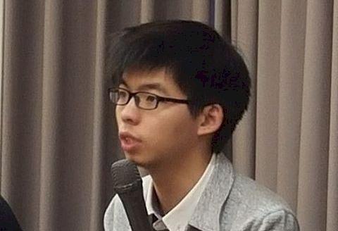 巴丟草展覽取消 暴動小貓偕黃之鋒力挺香港自由