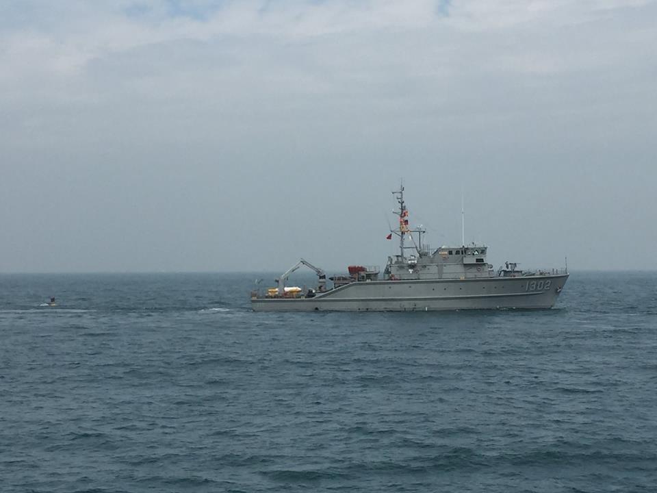 引爆海中水雷 海軍出動獵雷艦操演