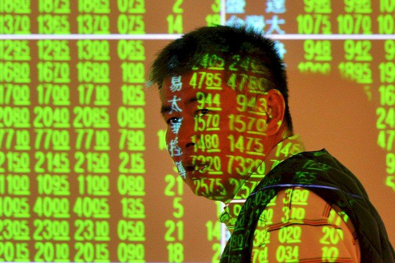 貿易戰加香港罷工 台股失守10500點