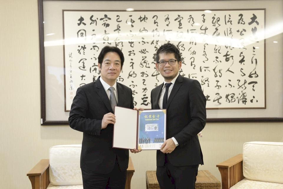 首張就業金卡 YouTube創辦人陳士駿獲得