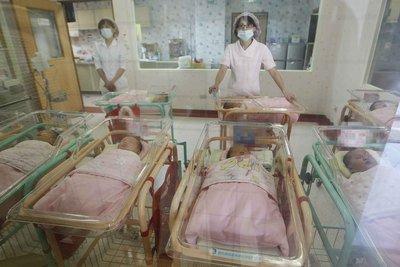 政院修法放寬育嬰留停規定 多項友善育兒措施今上路
