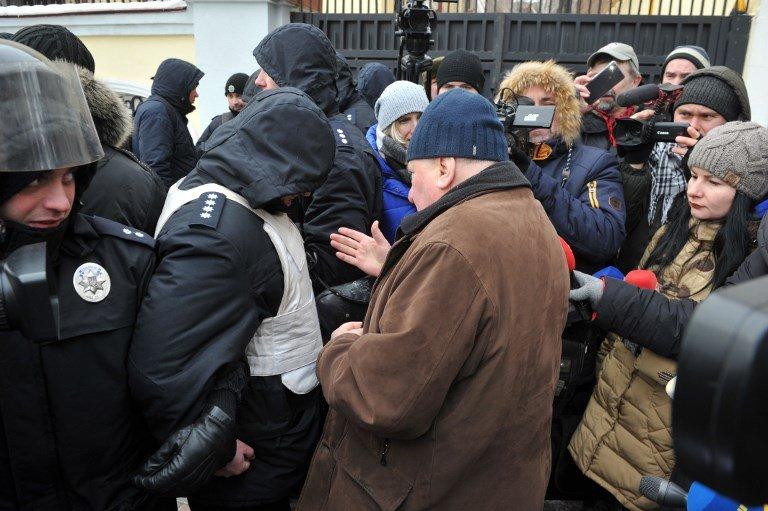 阻止俄國公民投票 烏警方柵欄包圍俄使館