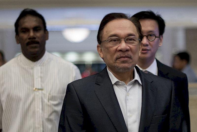 馬哈地兼教育部長 安華加入經濟顧問團