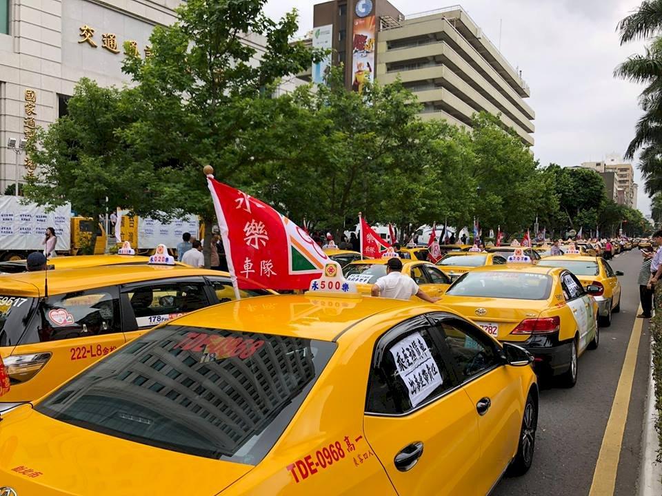千輛小黃包圍抗議 交通部否認取締不力