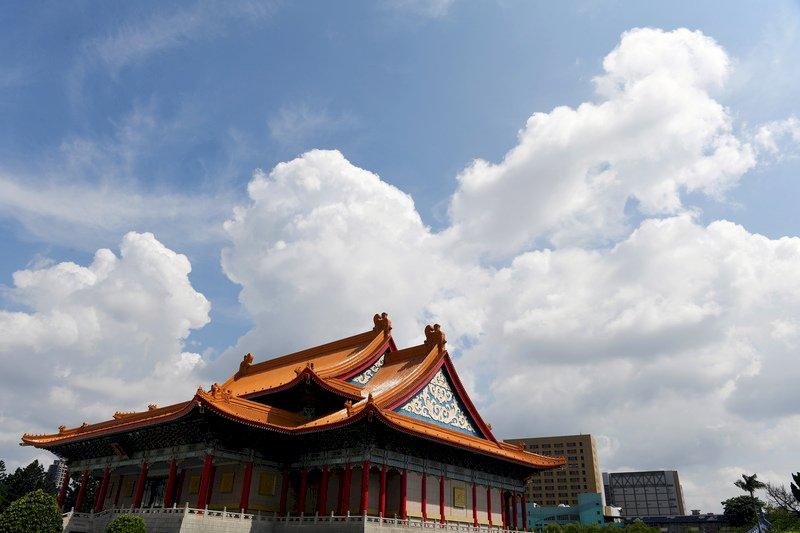 東南風帶來暖濕空氣 山區中南部午後大雨