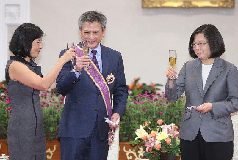 :頒大綬景星勳章 總統:梅健華是台灣最好朋友