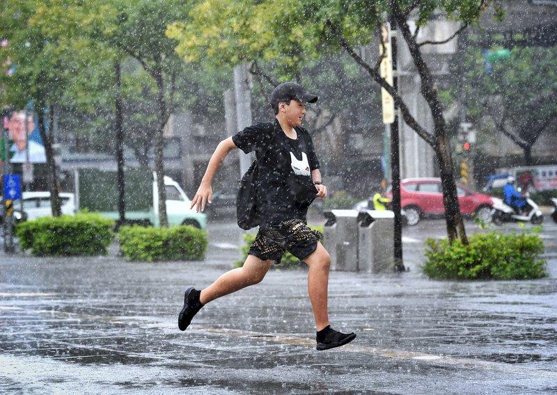 強化短時強降雨預報技術 氣象局明年執行