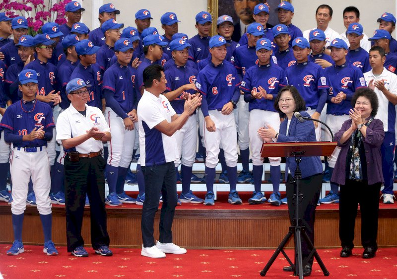 豪雨成災  總統接見棒球選手不忘為南部祈福