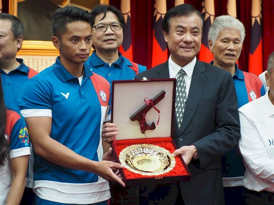 首創國會金牌贈選手 蘇嘉全:要建立傳統