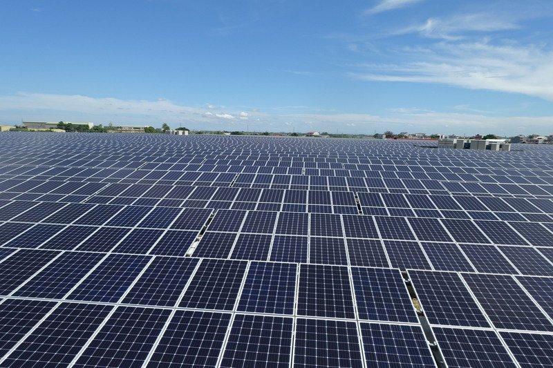 學校頂樓裝太陽能板 預計再增1200萬瓦