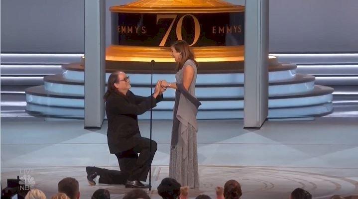 想叫妳老婆 艾美獎導演台上霸氣向女友求婚