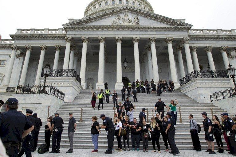 美參院通過卡瓦諾任大法官 警逮捕抗議者