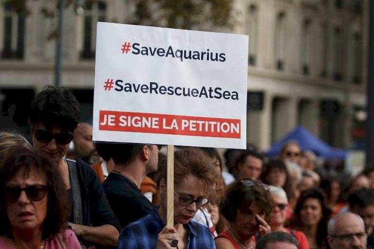 聲援移民救援船 歐洲民眾遊行吶喊
