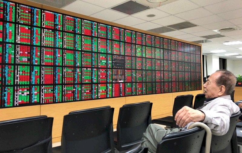 貿易戰現轉圜 台股早盤大漲148點