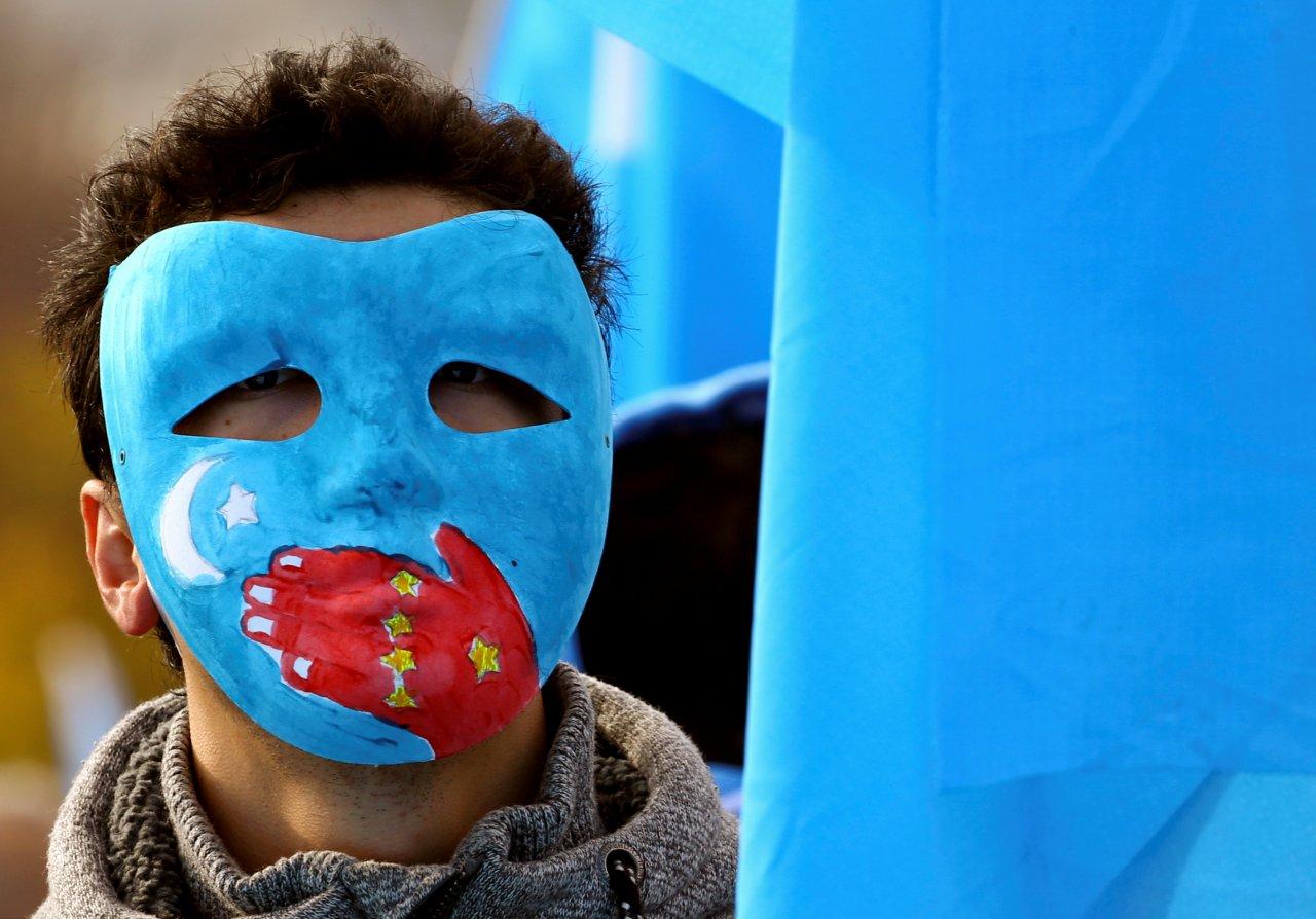 維吾爾法案威脅中國監控經濟 北京肉痛