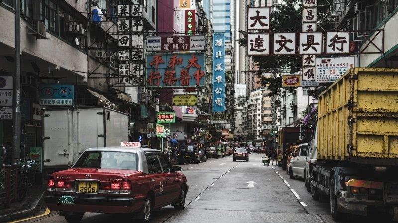 政治爭議加生活壓力 香港年輕人紛尋外移