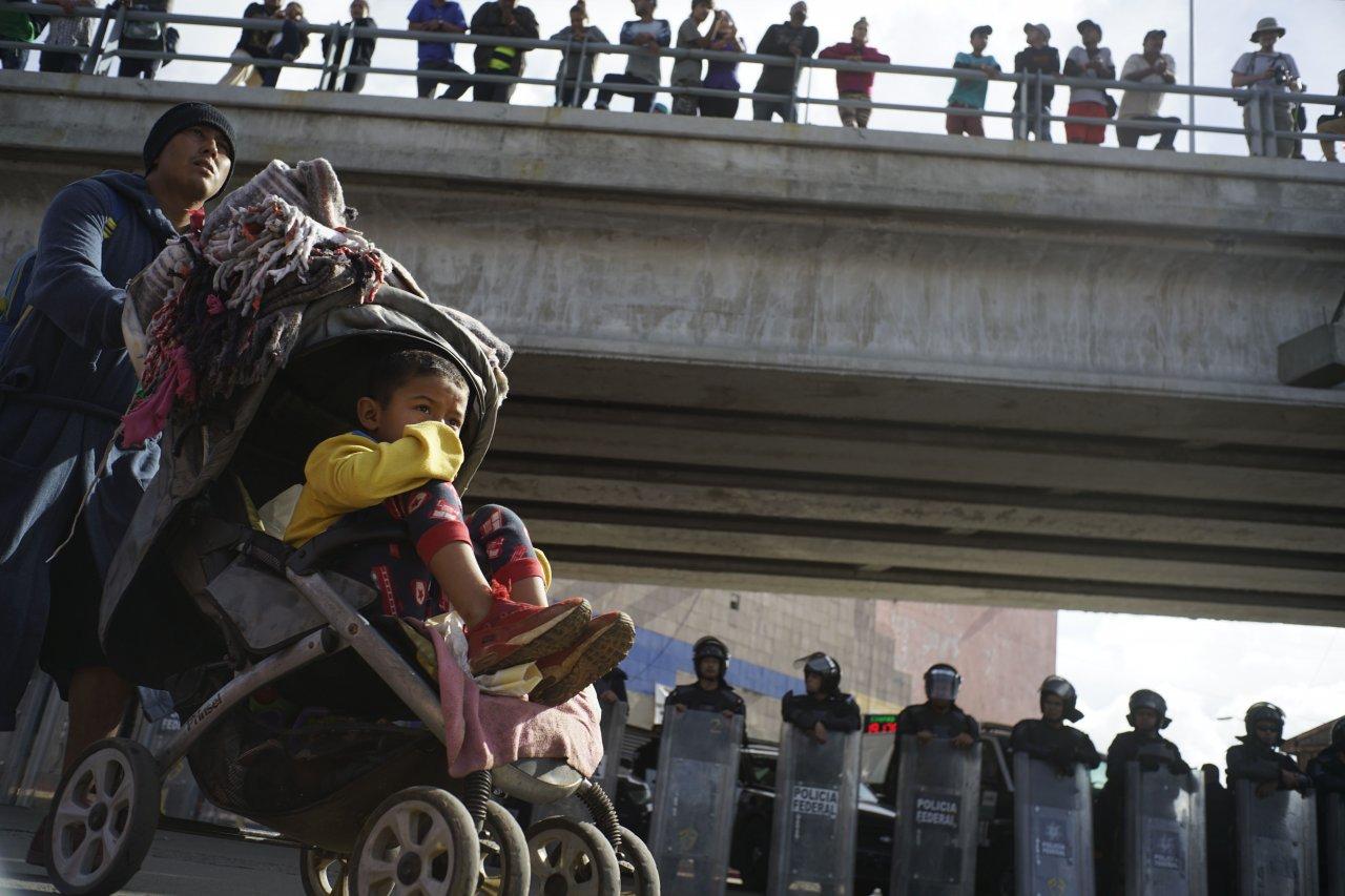 非法移民涉水入境借道赴美 墨西哥再擋近千人