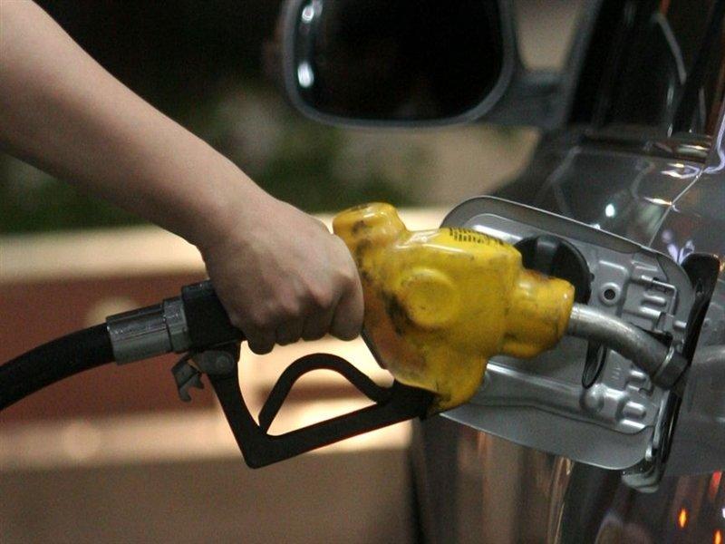 明天加油更便宜 汽柴油價格15個月新低