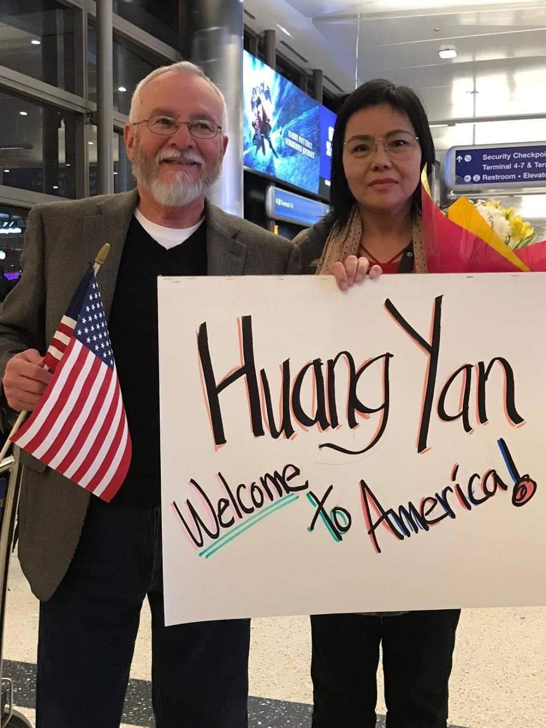 在台停留八個月  中國維權人士黃燕今平安抵美