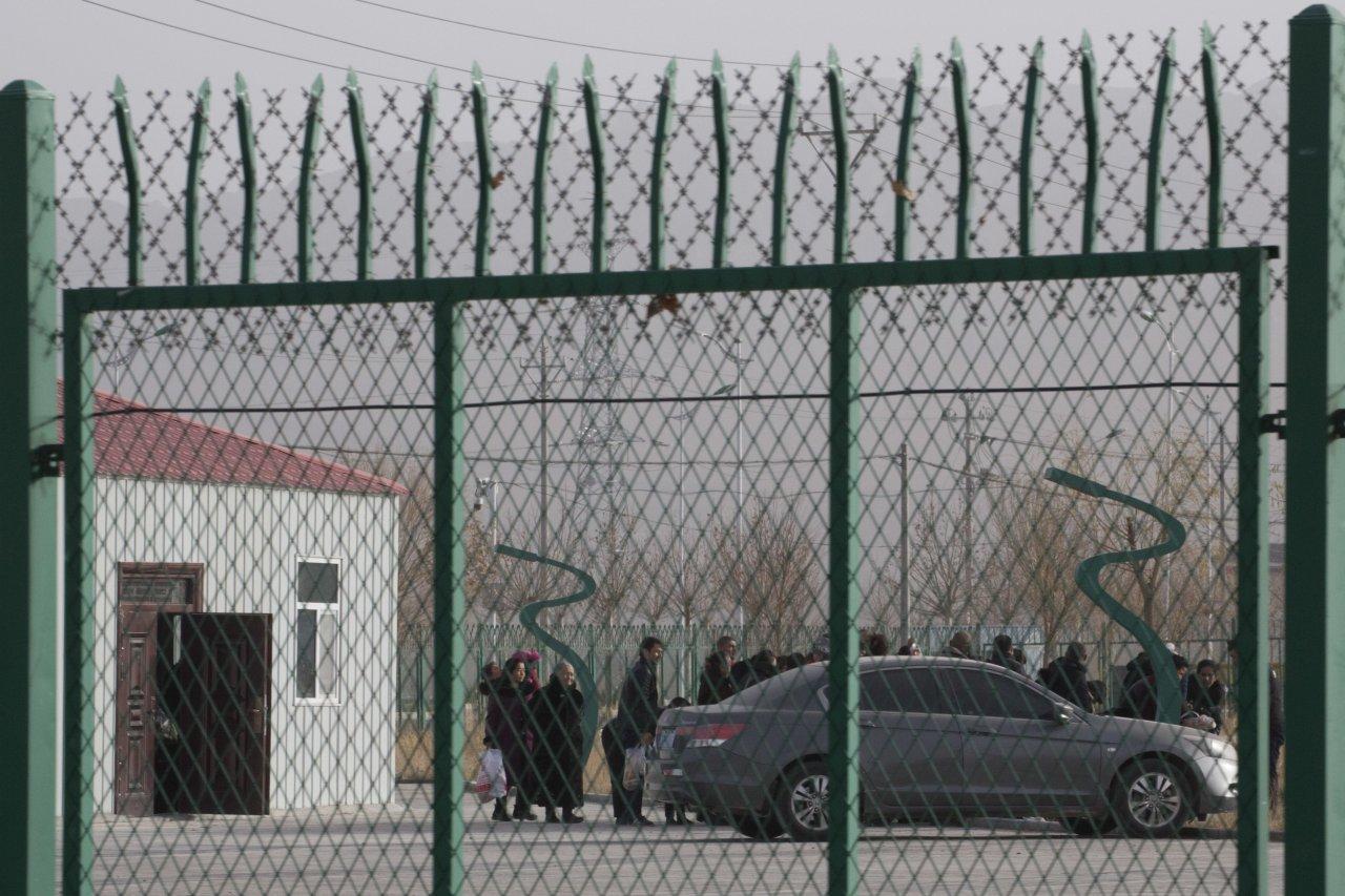 新疆再教育營文件接連曝光 官方忙抓人銷毀文件
