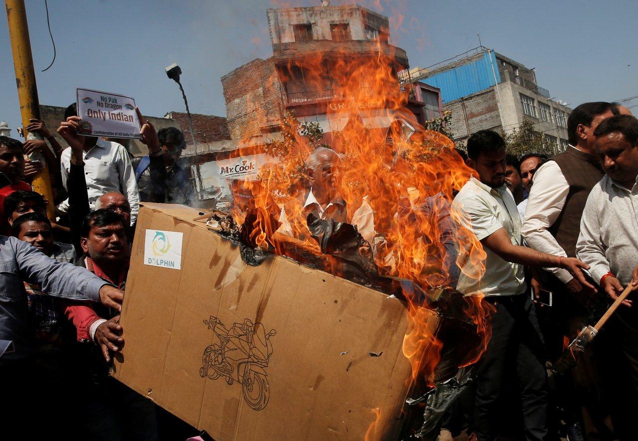 印度貿易商焚燒中國貨 促政府提高關稅