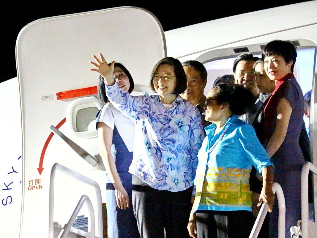 蔡總統抵帛琉受熱烈歡迎 帛國總統親自迎接