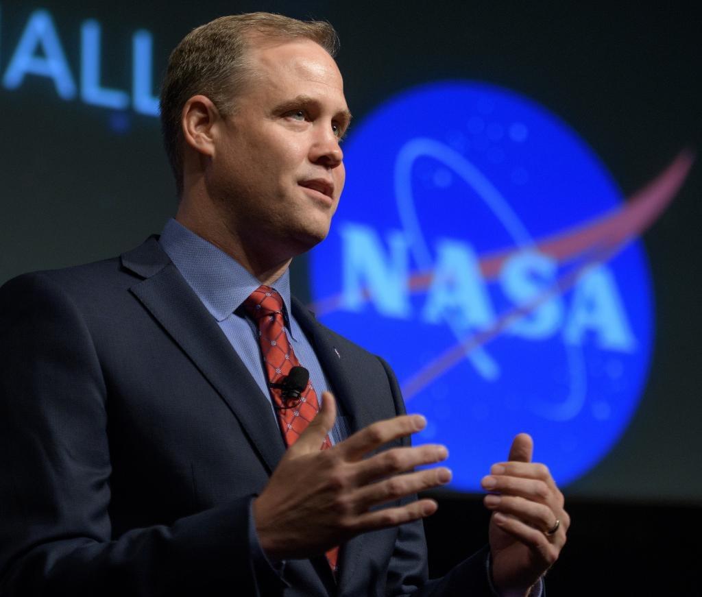 川普拚2024太空人重新登月 NASA開口要錢