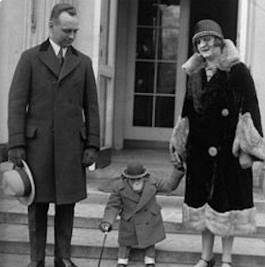 貼黑猩猩穿衣圖暗指王室新寶寶 BBC主持人被開除