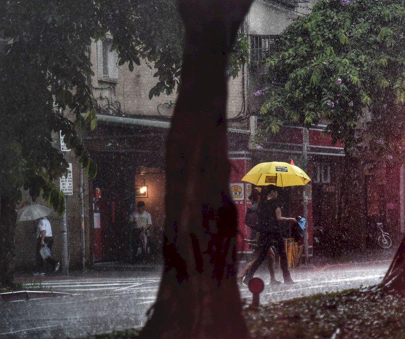 黃蜂颱風襲台機率偏低 梅雨鋒面相互作用待觀察