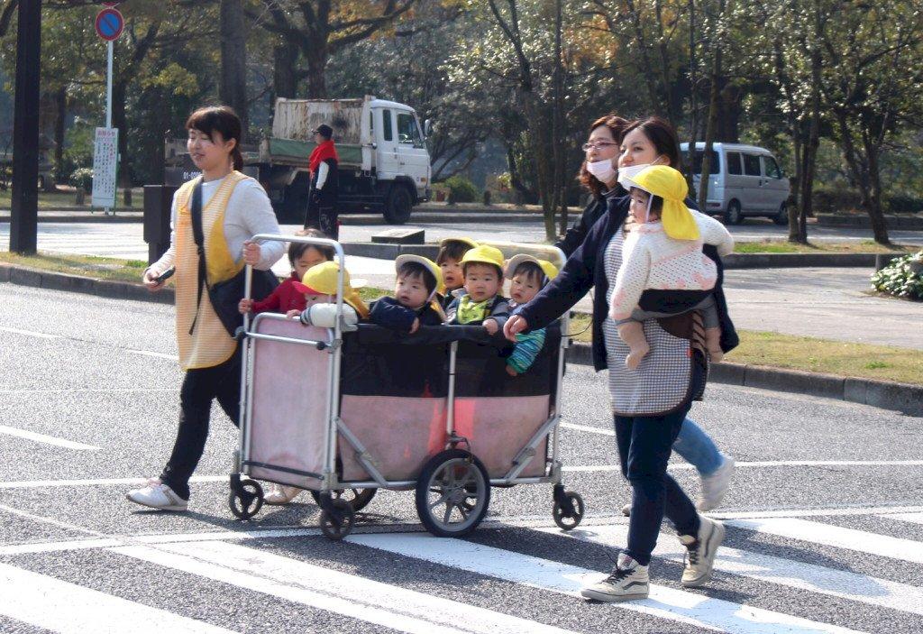 不管孩子由誰養…少子化讓日本碰到大麻煩 台灣也將是