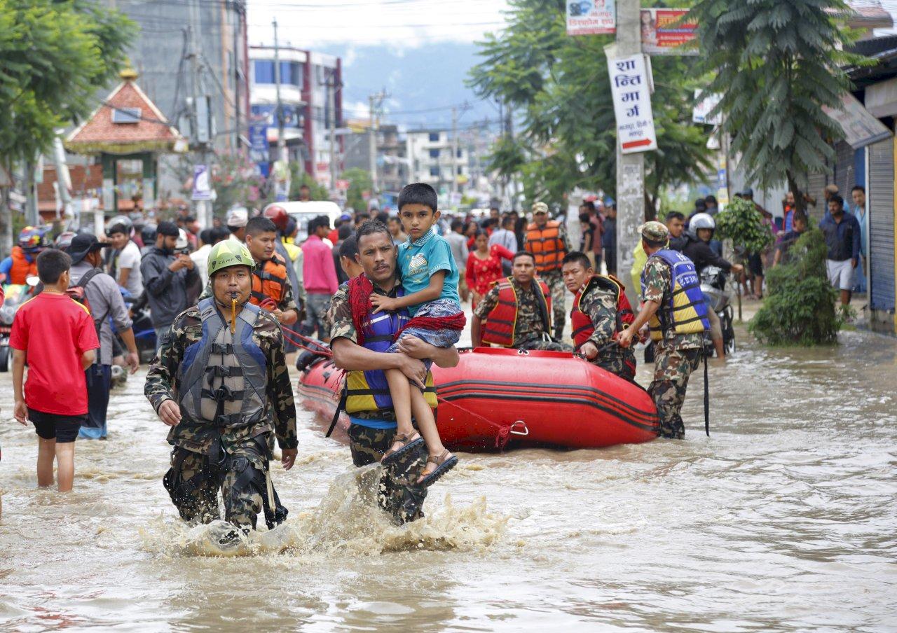 雨季暴雨致洪水山崩 南亞至少40人喪命