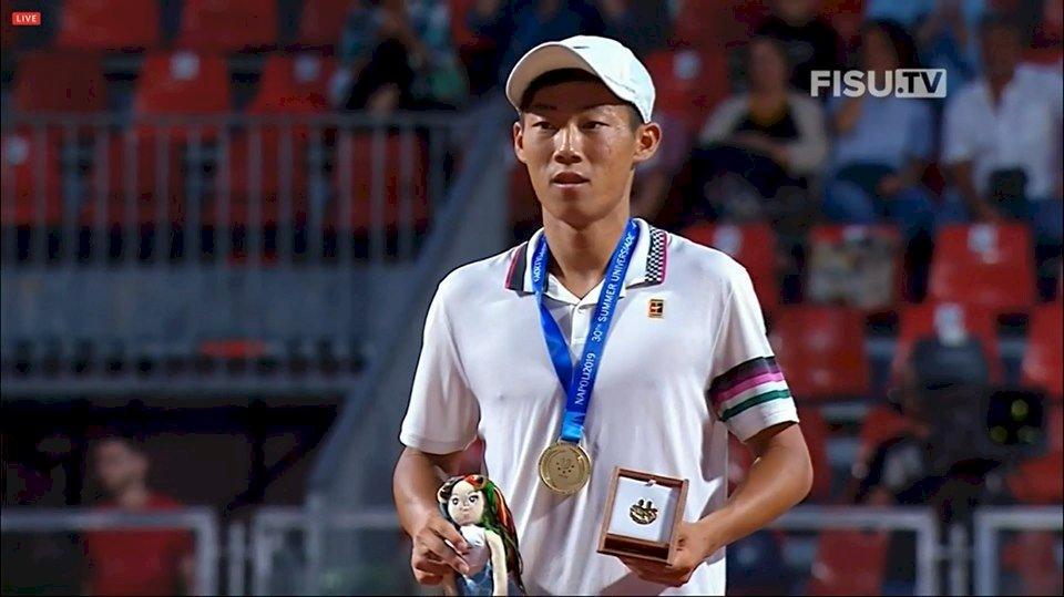 曾俊欣演逆轉秀 世大運網球男單奪金