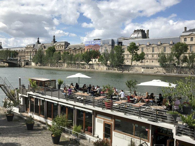 每年7、8月是法國觀光旺季,當局持續保持高度警戒,今年夏季動員4000名警察及憲兵維安,首都巴黎也在塞納河畔等8個重點區域加強安全措施。