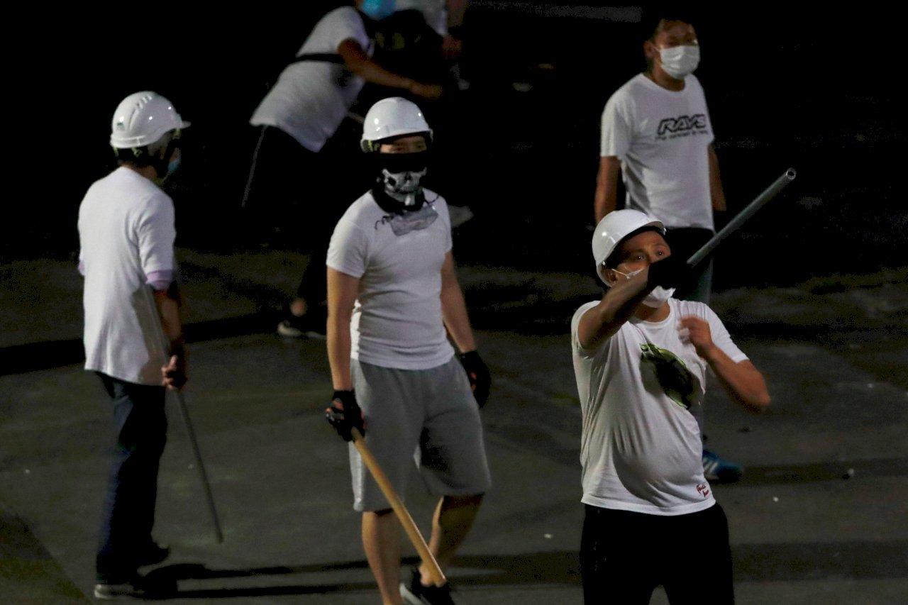 英衛報:香港局勢太扯了!市民寧習武防身也不信警察