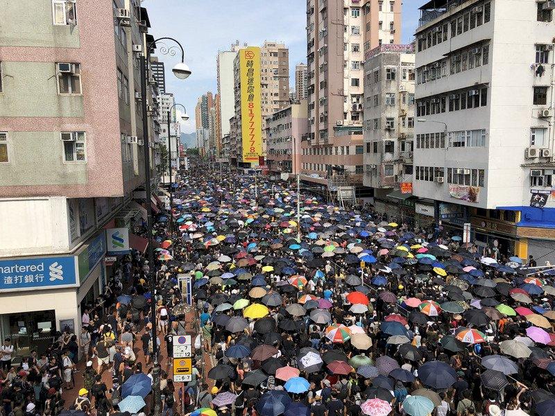 光復元朗遊行出發 萬人聚集主幹道