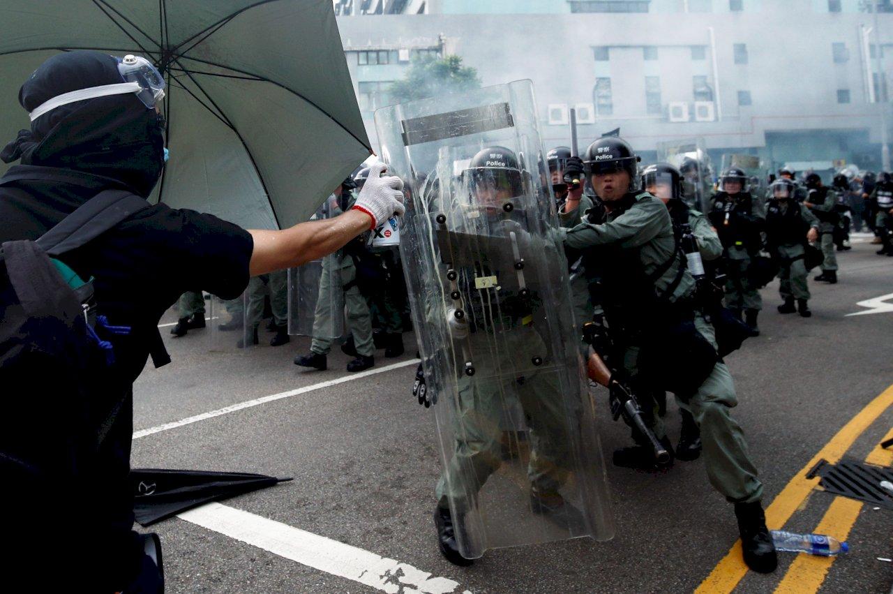 元朗警民衝突 警方展開清場